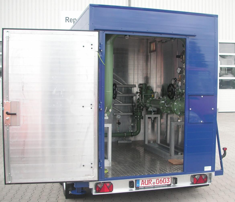 Alukofferanhänger als Tandemanhäger mit großer Tür auf der Rückseite für mobile Gas Druckregel und Messanlagen (GDRM Anlagen) (2)