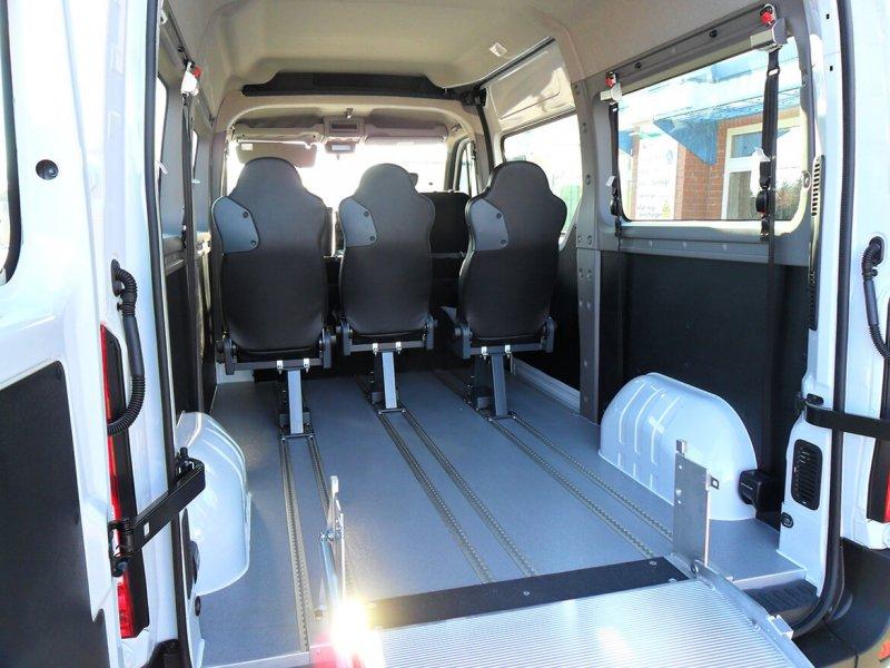 Aluminium Systemboden Mit 3 Einzelsitzen Und 3 Rollstuhlplätzen