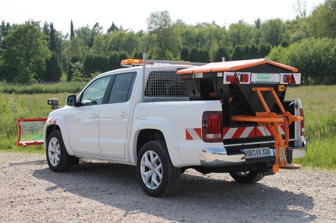 Amarok V6 mit Schoon Winterdienst, Schneeschild, Streuer, Blitzbalken, Stirnwandgitter (2)