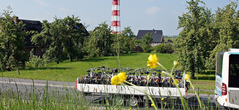 Fahrradanhänger an der Ostsee