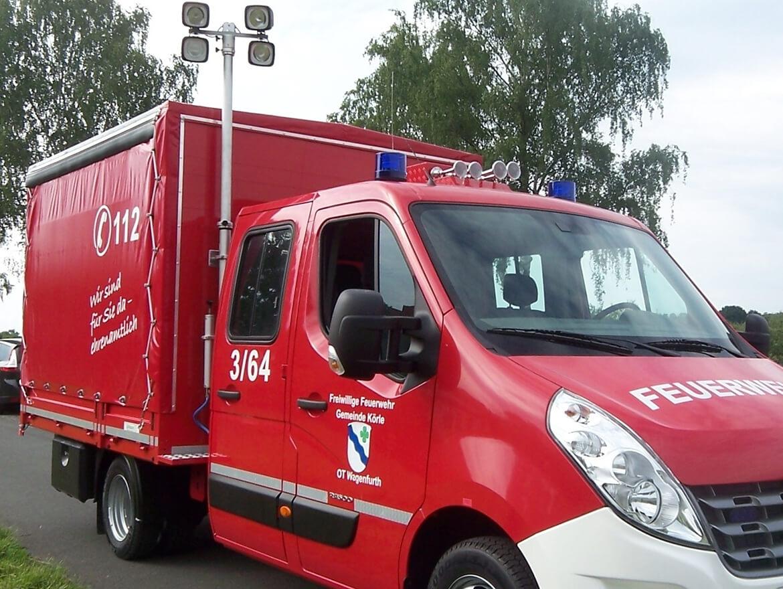 Feuerwehrfahrzeug Gerätewagen, Logistik mit Pritsche, Planenaufbau, Schiebegardine