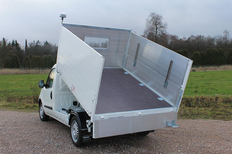 Fiat Doblo mit Schoon Kipper Bordwandaufsatz Rundumkennleuchte Anhängekupplung (2)