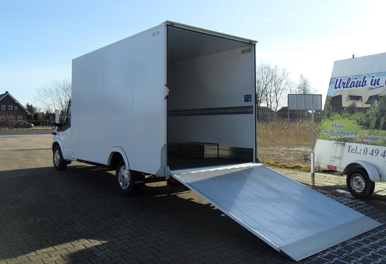 Ford Transit mit Schoon Tiefrahmenkoffer, Laderampe