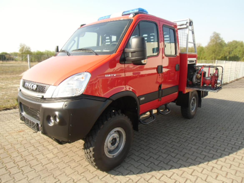 Geländegängiges ALLRAD Fahrzeug mit Schoon Werkzeug und Gerätekasten mit Auszug (2)
