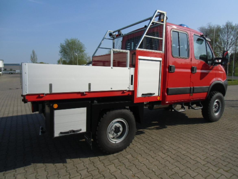 Geländegängiges ALLRAD Fahrzeug mit Schoon Werkzeug und Gerätekasten mit Auszug (3)