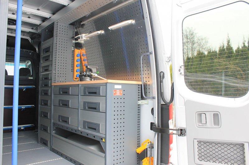 Kastenwagen Mit Schoon Seitenwandverkleidung Aus Aluminium