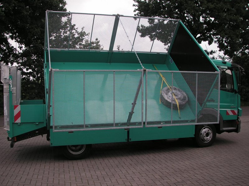 LKW Mit Schoon Kipper Und Laubgitteraufsatz