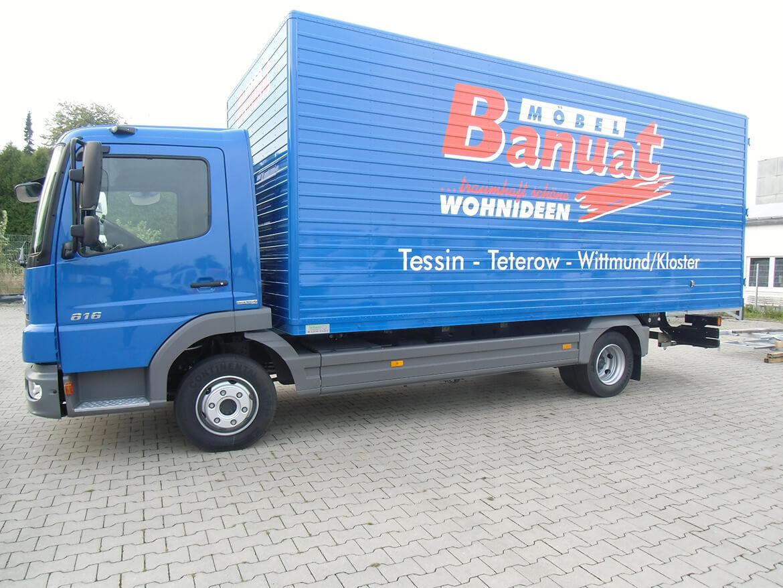 LKW mit gesickten Schoon Kofferaufbau als Möbelkoffer, Möbeltransport