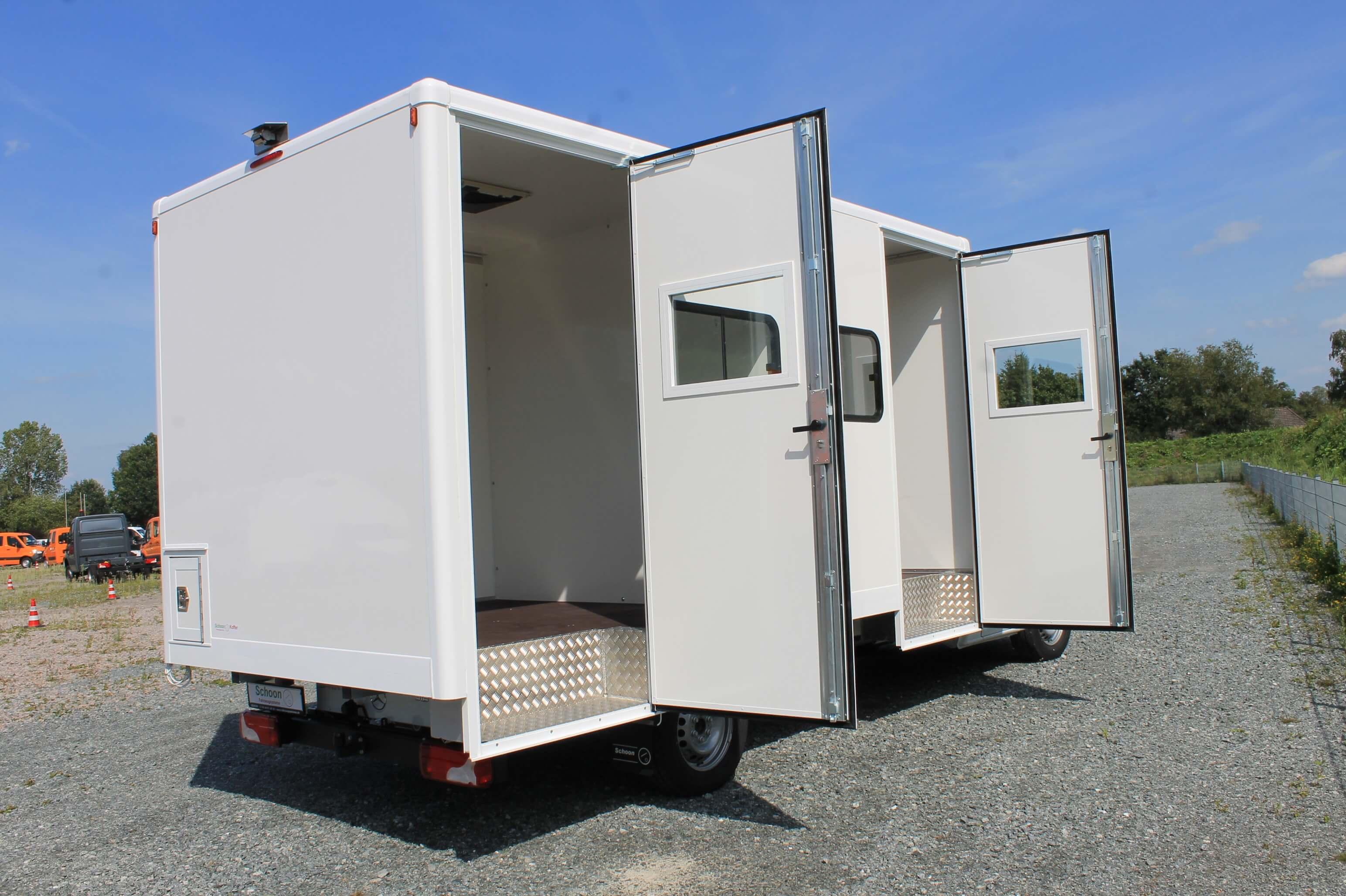 MB Sprinter, Kofferaufbau, mit seitlichen Türen rechts und zwei Kammern, sowie Fenster, AB1901331 (10)