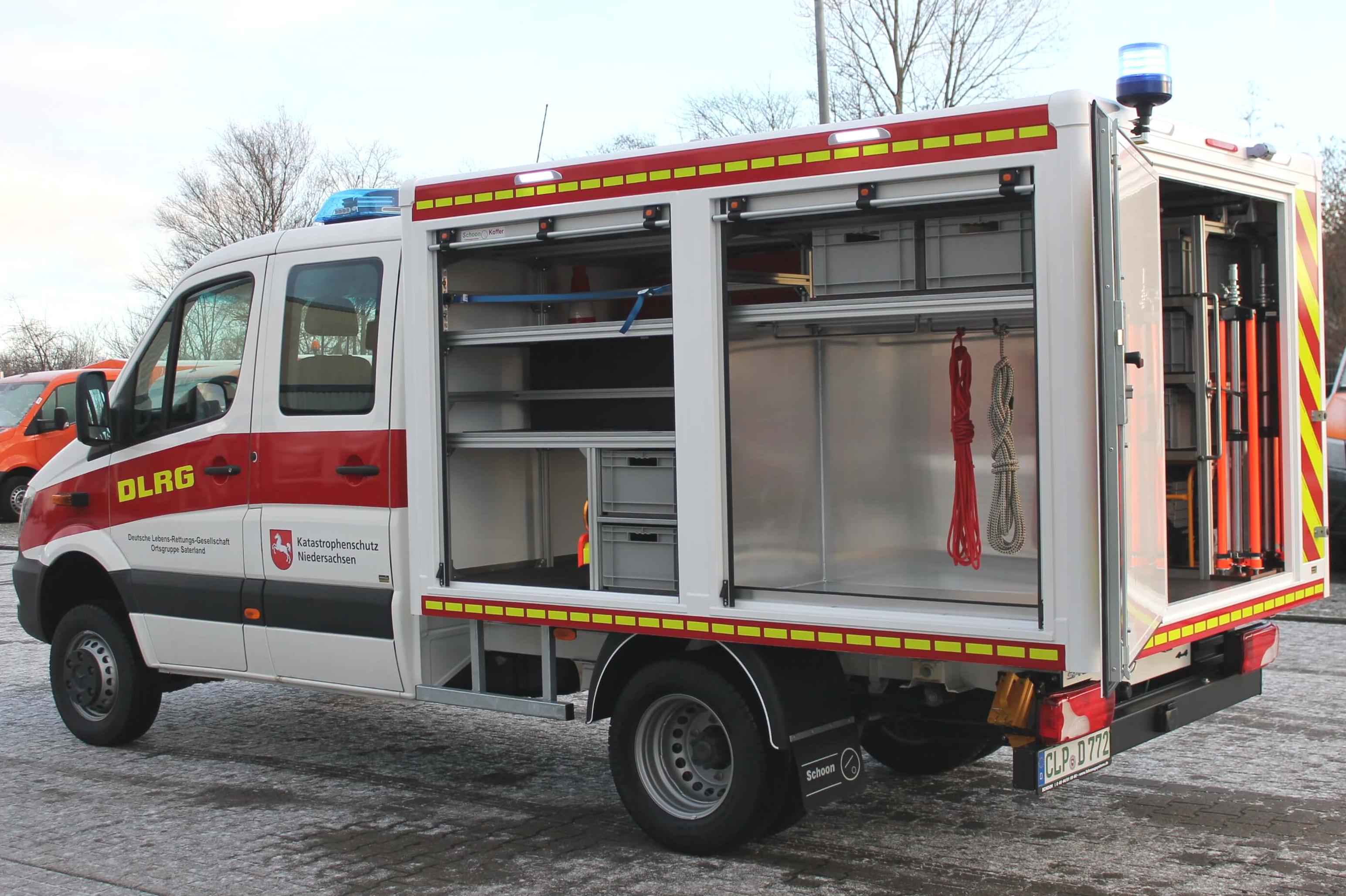 MB Sprinter als DLRG Fahrzeug mit Schoon Koffer, seitlichen Rollos, Werkzeugbox, Beleuchtung, Beklebung, Seilwinde (2)