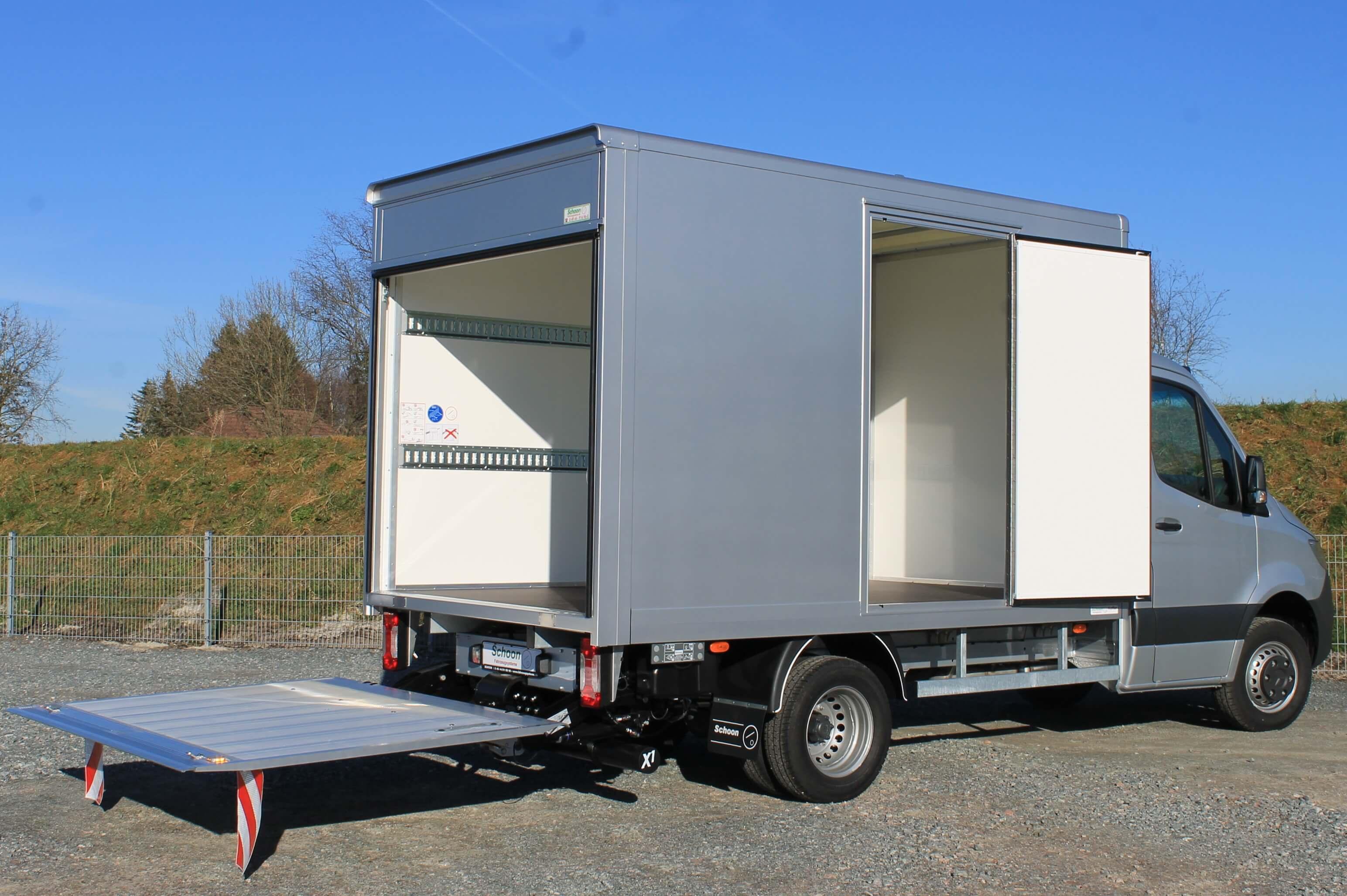 MB Sprinter mit Schoon Koffer, Aufbaulackierung, Ladebordwand, Seitentür (10)