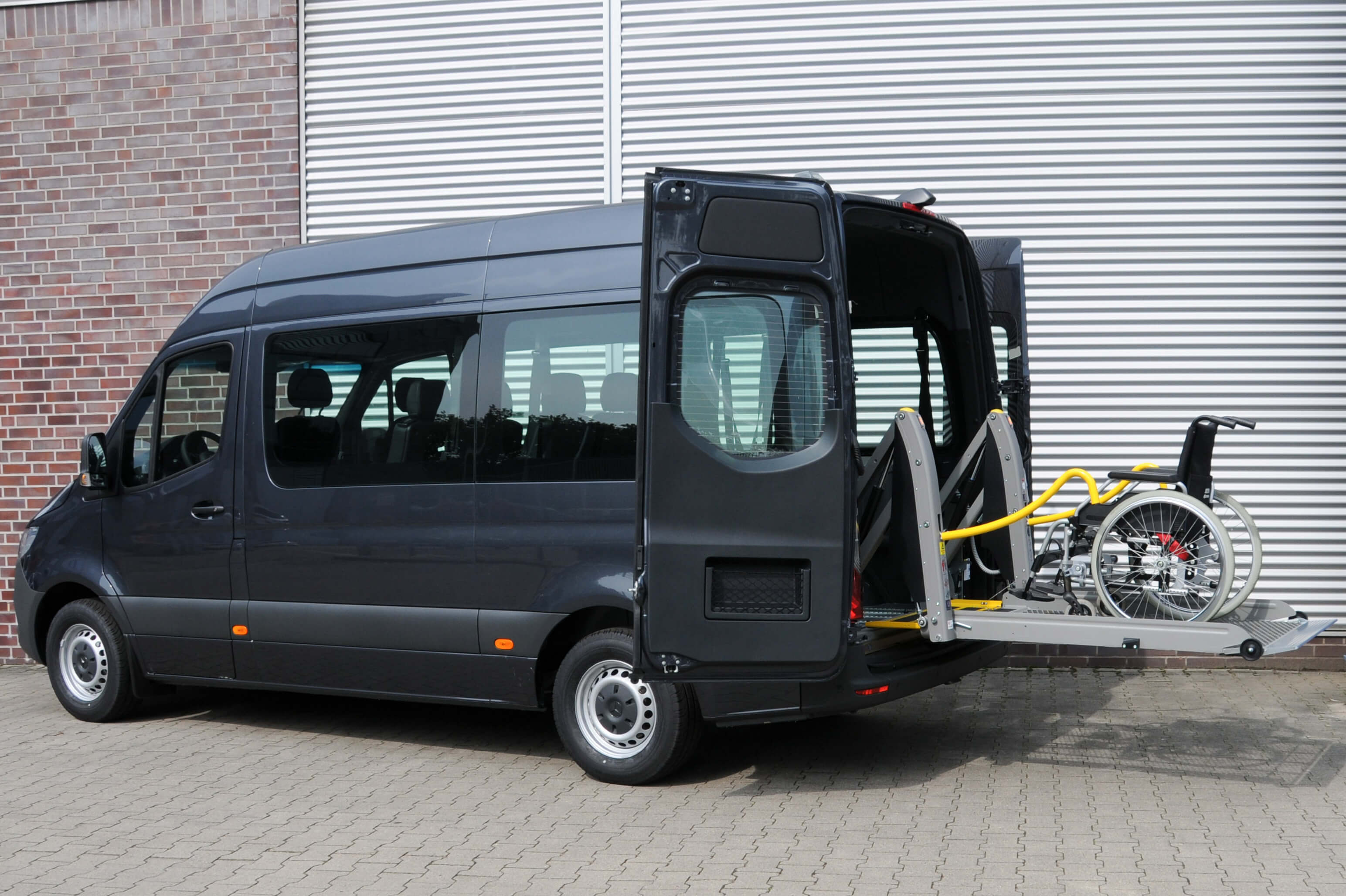 Mercedes Benz Sprinter mit Schoon Linearlift (2)