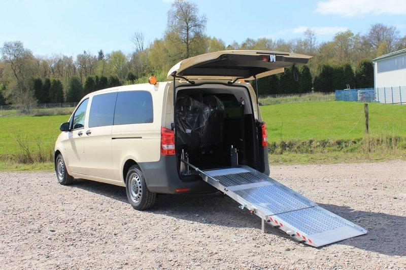 Mercedes Benz Vito Mit Schoon Rollstuhlrampe BIG D Für Taxiunternehmen