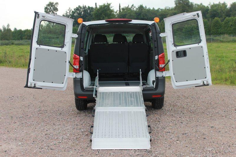 Mercedes Benz Vito Mit Schoon Rollstuhlrampe Für Taxiunternehmen