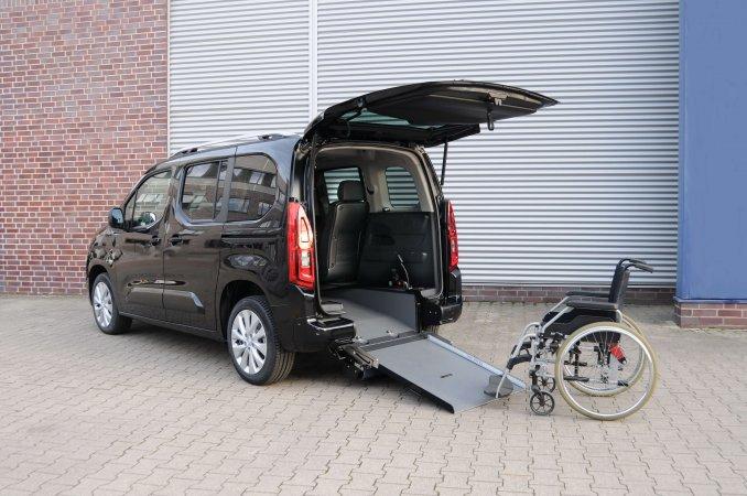 Opel Combo L1 mit Heckausschnitt (1)