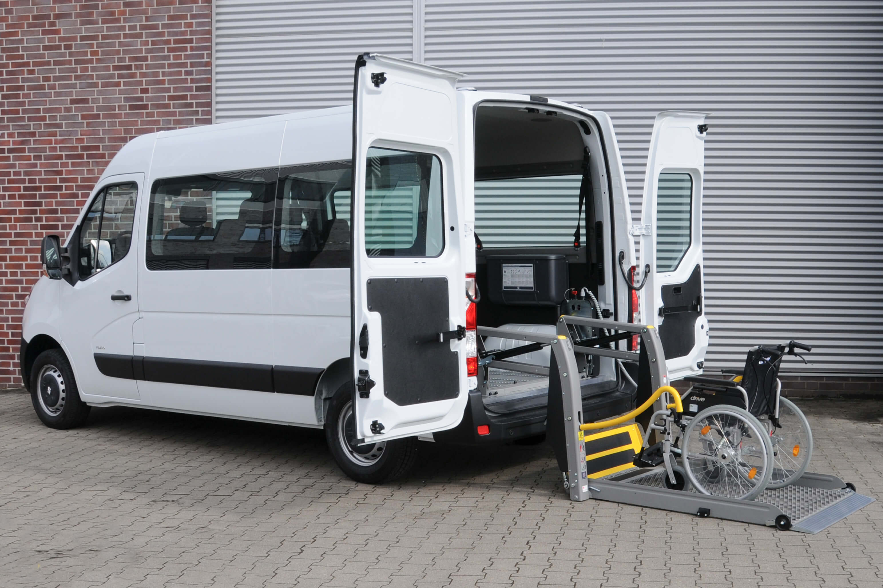 Opel Movano mit Linearlift (1)