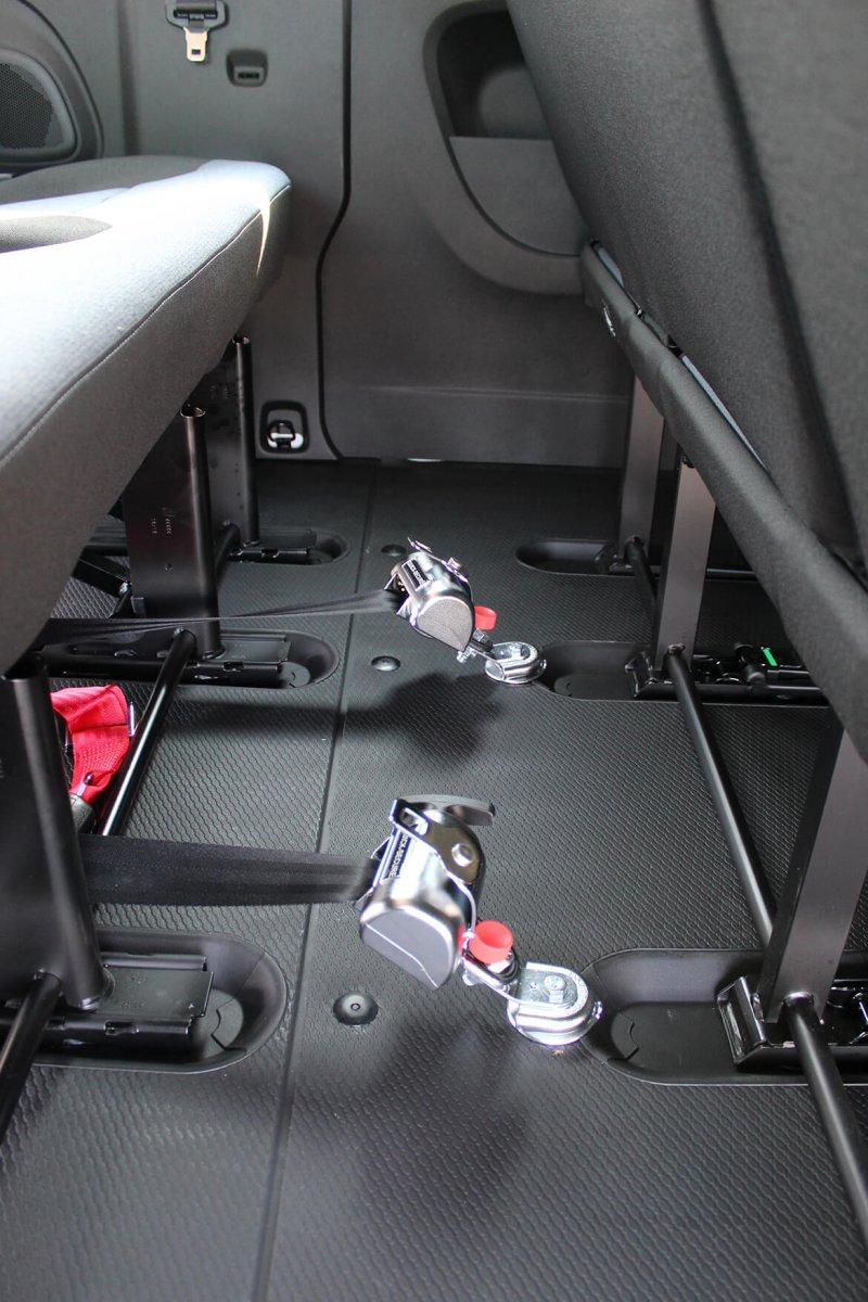 Opel Vivaro mit Schoon Linearlift Reha (2)