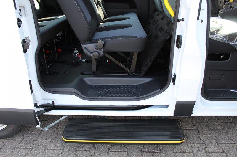 Opel Vivaro mit Schoon Linearlift Reha (8)