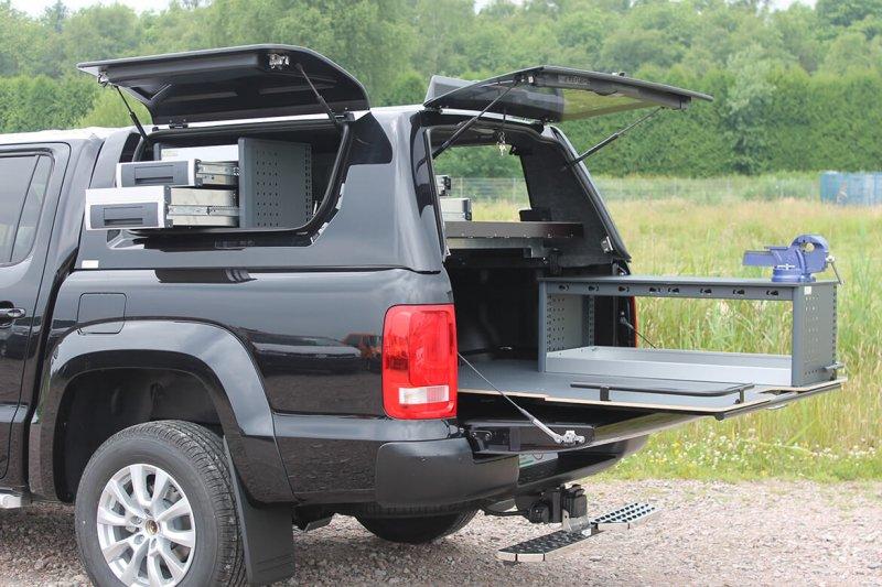 Pickup Mit Schoon Hardtop, Regale, Ladefläche, Schraubstock