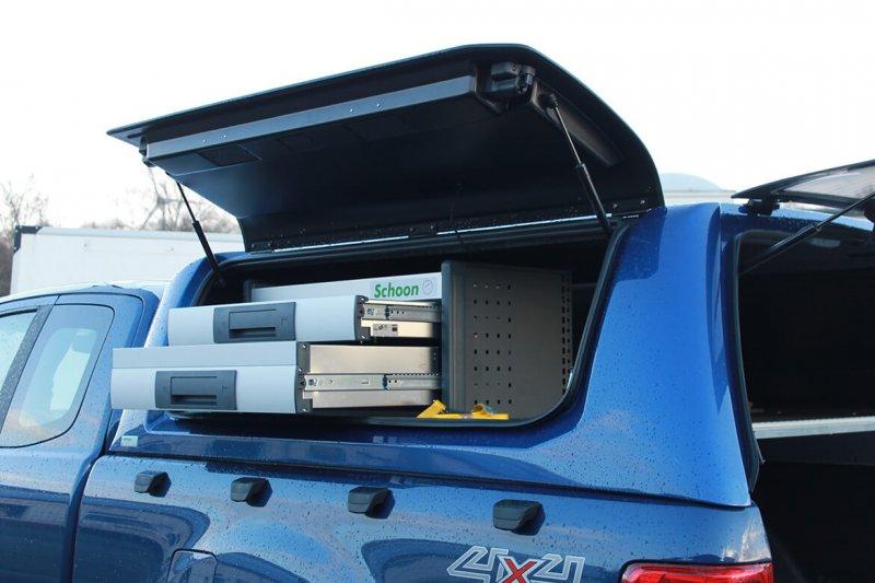 Pickup Mit Schoon Hardtop Und Ausziehbare Schubladen