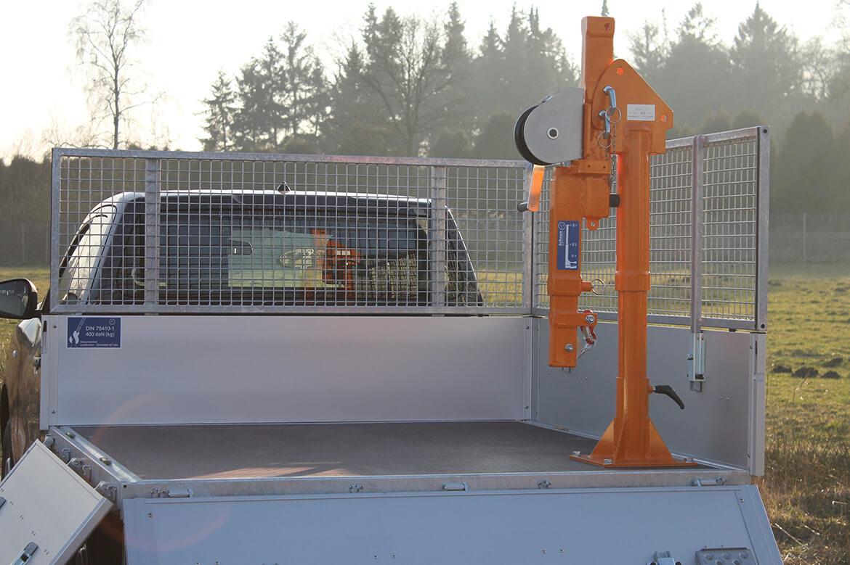 Pickup mit Schoon Pritsche und Laubgitteraufsatz und FSK Kran