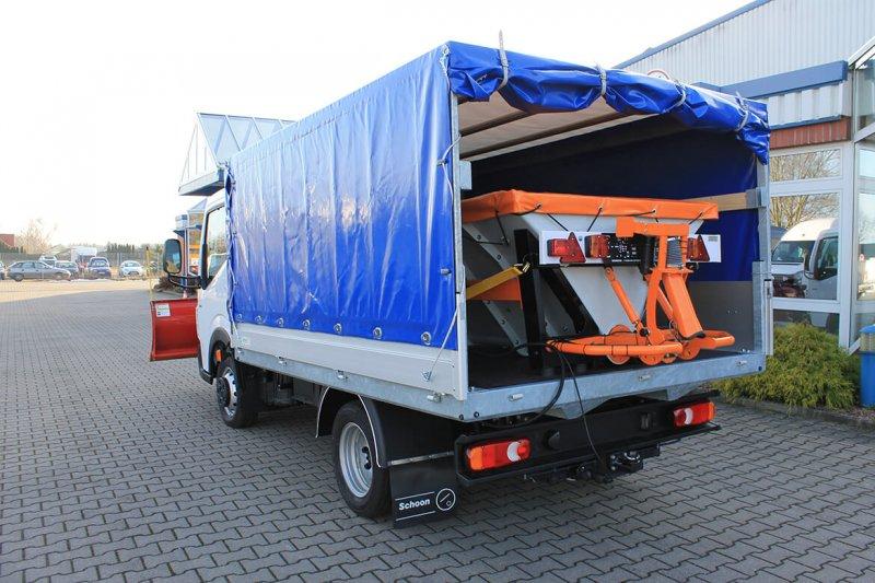 Renault Truck Maxity Mit Schoon Winterdienst, Schneeschild Und Streuer Auf Der Ladefläche Im Planen Aufbau (2)