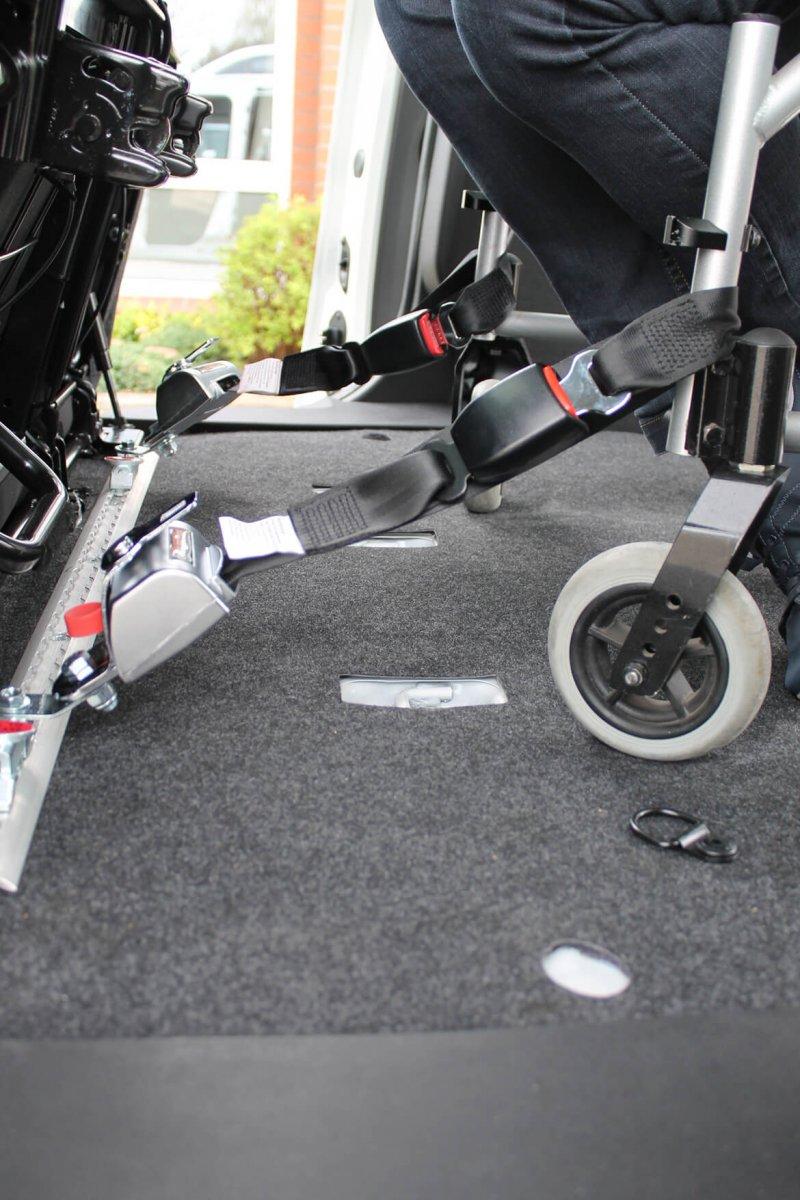 Rollstuhlhaltesystem Vorne Fixiert
