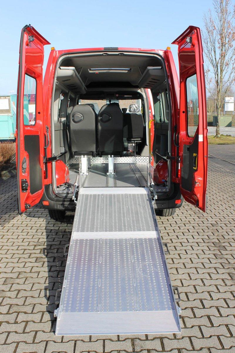 Schoon Busumbau Mit BIG Rollstuhlrampe, Alu Systemboden Mit Sitzsystemen