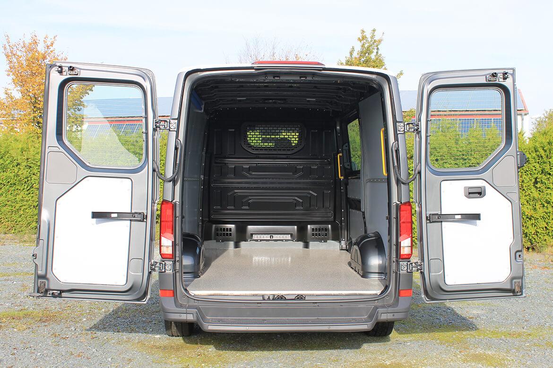 Schoon Easy Clean für VW Crafter und MAN TGE, Boden besandet, Seitenwandverkleidung, Zurrleisten, Haltegriff