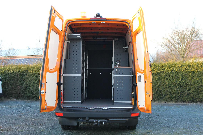 Schoon Fahrzeugeinrichtung, Trennwannd mit Sitzbank (2)