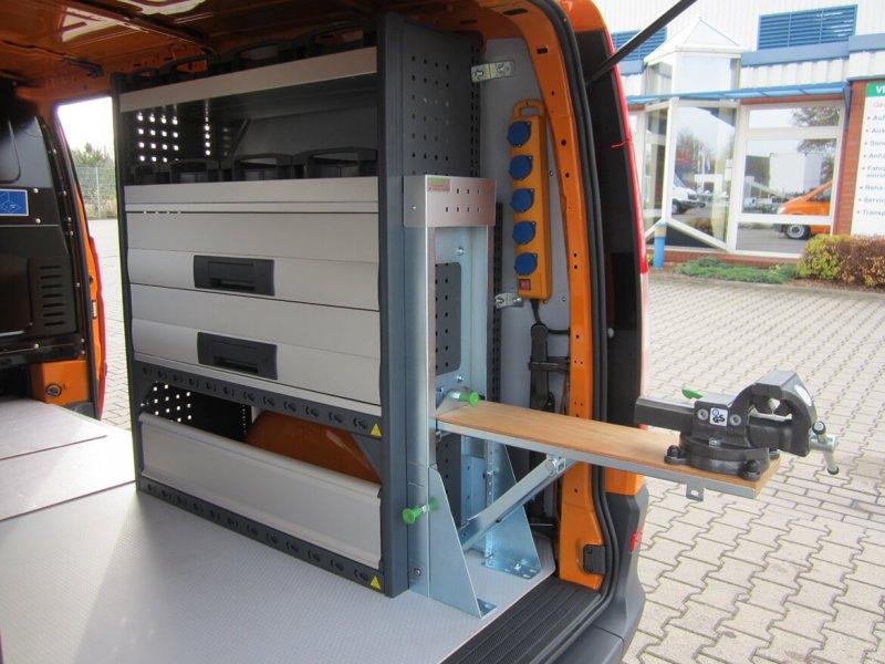 Schoon Fahrzeugeinrichtung Mit Klappbarem Schraubstock