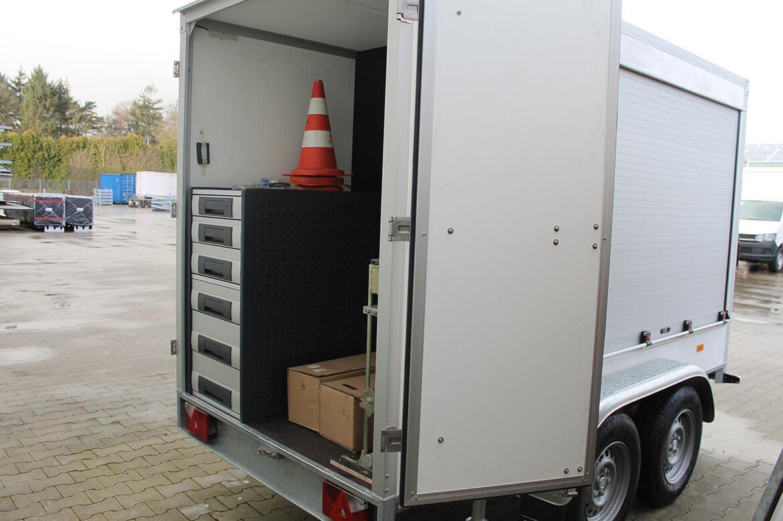 Schoon Geräteanhänger mit Fahrzeugeinrichtung, Rollos, Beleuchtung (1)