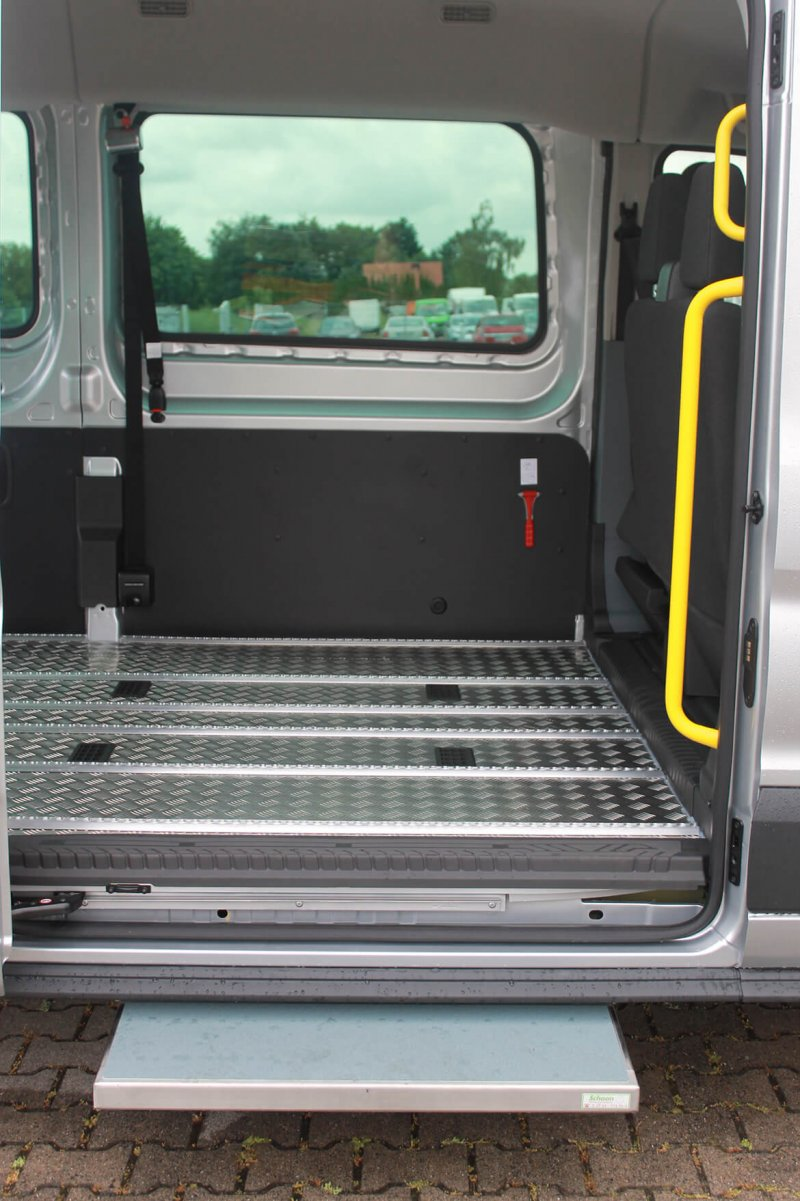 Schoon Haltegriffe Unterstützen Den Sicheren Einstieg Ins Fahrzeug (1)