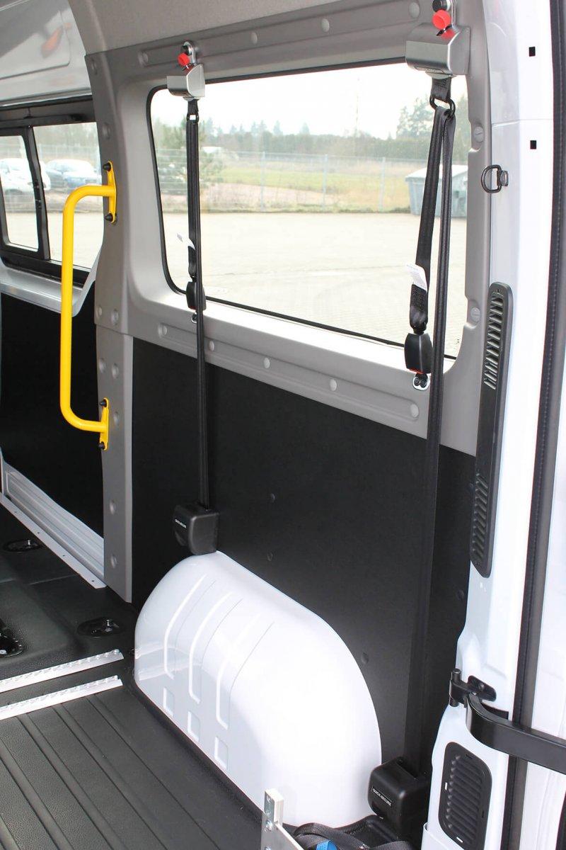 Schoon Haltegriffe Unterstützen Den Sicheren Einstieg Ins Fahrzeug (3)