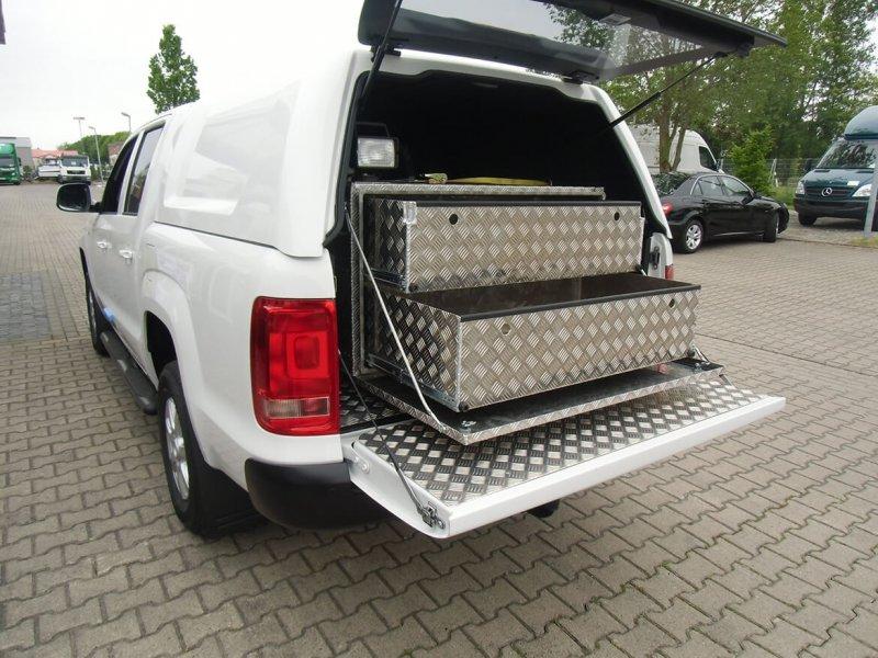Schoon Hardtop Typ Standard Mit Geschlossenen Seiten In Wagenfarbe Lackiert Und Aluminium Verkleidung Mit Werkzeugkisten