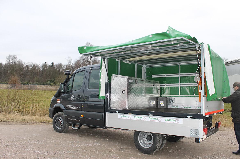 Schoon Jagd & Forst Offroad Planenaufbau mit Aufstellklappen, FSK Kran, Werkzeugkiste und Waschbecken (3)