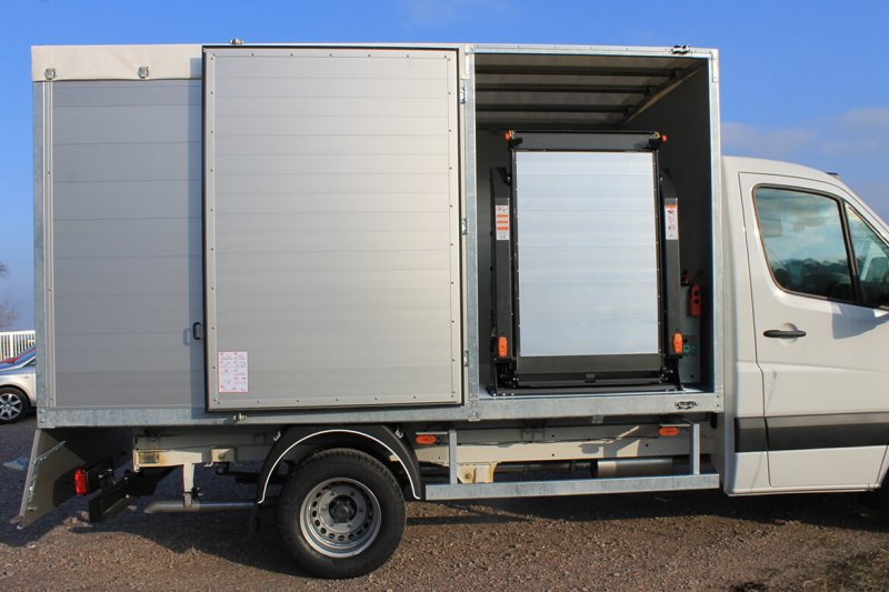 Schoon Kipper Mit Linearlift Hinter Der Seitentür (3)