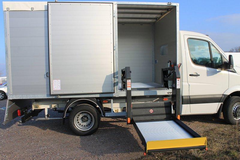 Schoon Kipper Mit Linearlift Hinter Der Seitentür (4)