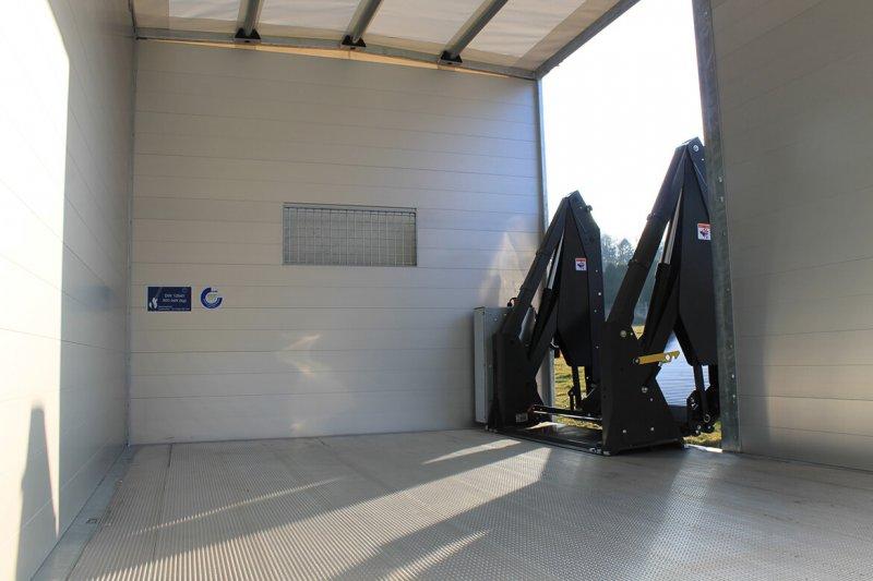 Schoon Kipper Mit Linearlift Hinter Der Seitentür (5)