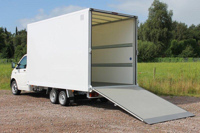 Schoon Koffer Mit AL KO Fahrgestell Und Überfahrrampe