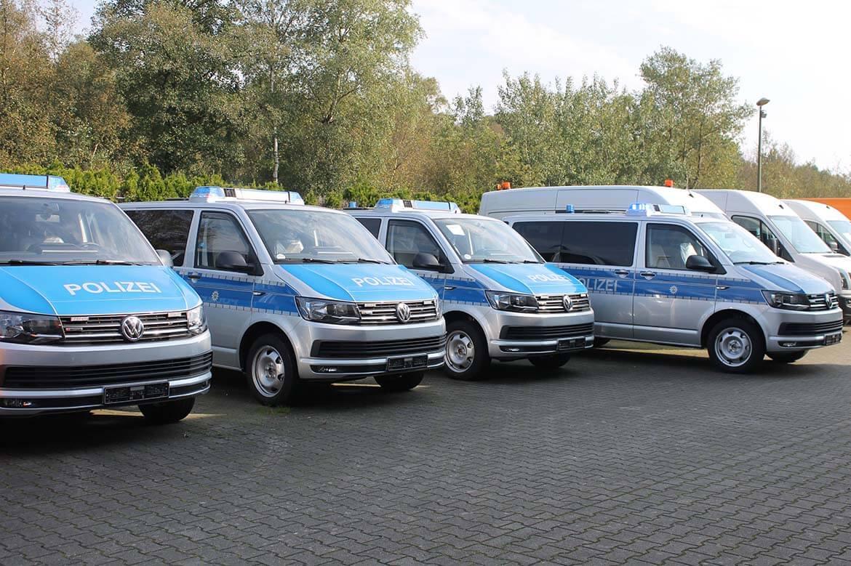 Schoon Polizeifahrzeuge, RKL, Blitzbalken, Frontblitzleuchten, Anhängekupplung, Klapptisch (1)