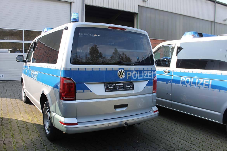 Schoon Polizeifahrzeuge, RKL, Blitzbalken, Frontblitzleuchten, Anhängekupplung, Klapptisch (2)