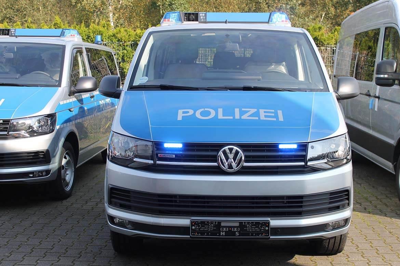 Schoon Polizeifahrzeuge, RKL, Blitzbalken, Frontblitzleuchten, Anhängekupplung, Klapptisch (4)