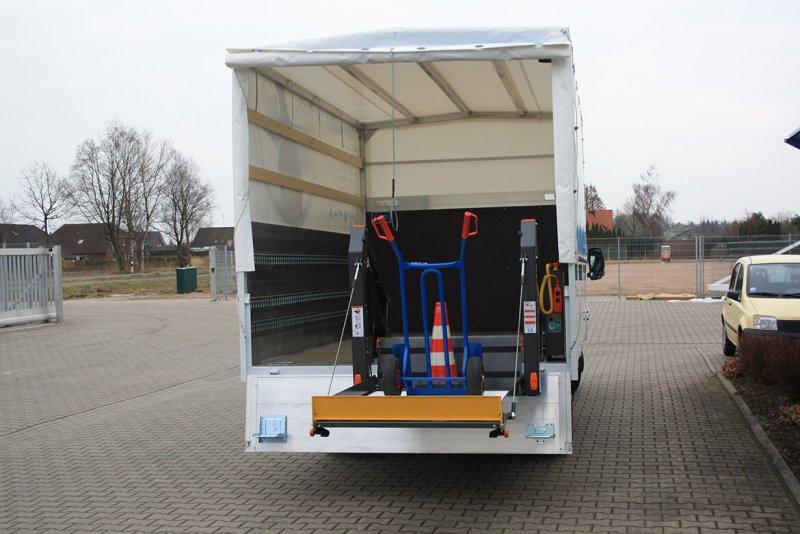 Schoon Pritsche Mit Plane Spriegel Und Linearlift (3)