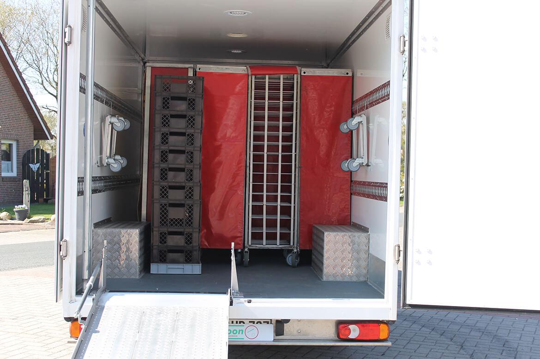 Schoon Tiefrahmen Koffer als Bäckerfahrzeug mit Zurrschienen, Laderampe , Sperrstange
