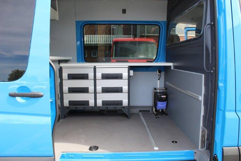 Sonderprojekt Innenausbau Laborfahrzeug zur Entnahme von Gewässerproben (2)