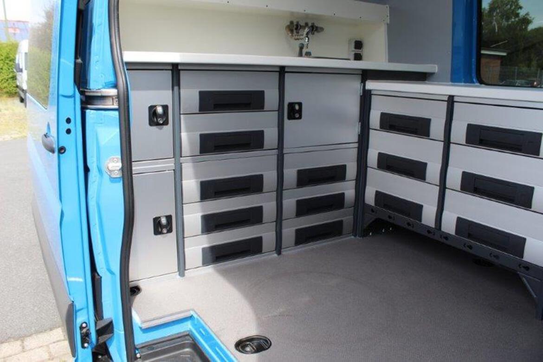 Sonderprojekt Innenausbau Laborfahrzeug zur Entnahme von Gewässerproben (3)