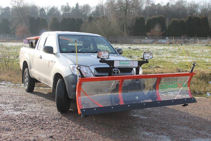 Toyota Hilux Mit Schoon Winterdienst Schneeschild Und Streuer