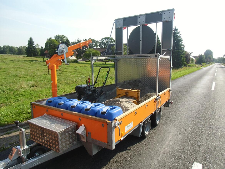 Verkehrsleit Anhänger für Straßenbau mit FSK Kran, Absperranhänger, Verkehrsanhänger (4)