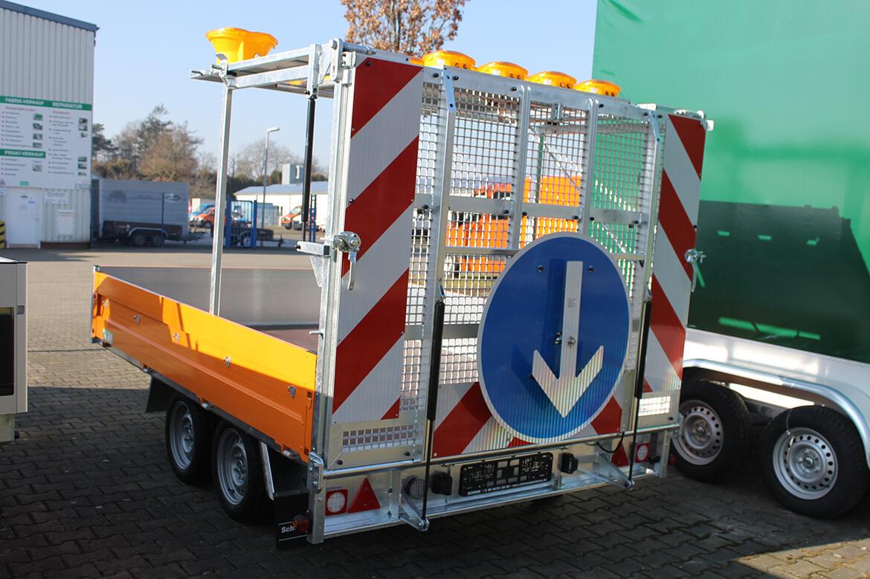 Verkehrssicherungsanhänger, Warnanhänger mit Überfahrwand (1)
